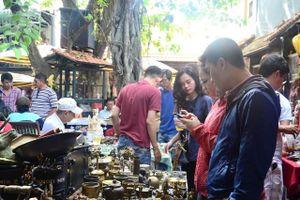 Chợ đồ cổ độc, lạ cho giới trẻ
