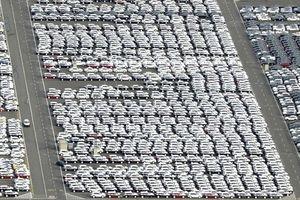 EU đưa hàng Mỹ vào tầm ngắm, ông Donald Trump dọa đánh thuế ôtô