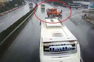 Vụ xe khách đâm xe cứu hỏa: Cần làm rõ quy trình thực hiện công vụ