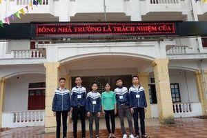 Nhặt được gần 15 triệu đồng, 5 học sinh Hà Tĩnh tìm người trả lại