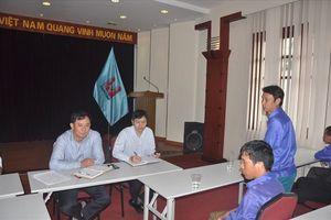 Công nhân từ Thanh Hóa thuê ôtô ra Hà Nội tìm câu trả lời về nợ lương, bảo hiểm
