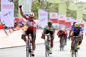 Lê Văn Duẩn chiến thắng trong chặng đua có nhiều biến động