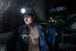Nghề mỏ cực nhọc, nguy hiểm dưới hầm sâu trăm mét