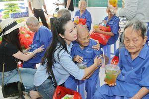 Trịnh Kim Chi rủ dàn sao về miền Tây làm từ thiện