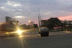 Truy tìm xe đầu kéo 'nhả' 4 cuộn thép lăn lóc giữa đường phố Đà Nẵng