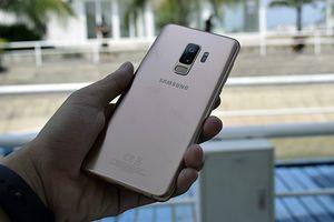 Cận cảnh Samsung Galaxy S9+ vàng hoàng kim đẹp sang chảnh tại Việt Nam