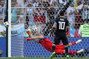 Messi sút trượt penalty, Argentina hòa Iceland trong 'đau đớn'
