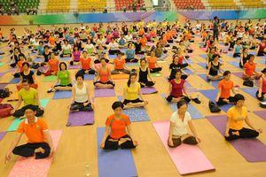 Hơn 1.000 người đồng diễn bài Giao thức Yoga