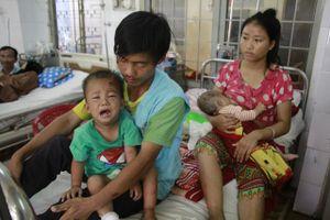 Thương 2 anh em người H'Mông nghèo bị chấn thương sọ não