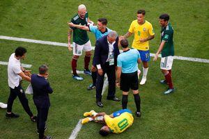 Neymar ăn vạ không biết xấu hổ, ôm chân đau đớn như thể sắp chết đến nơi