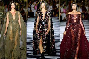 Các thiên thần nội y váy ren xuyên thấu, quyến rũ trên sàn catwalk
