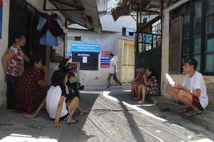 Hà Nội nắng nóng: Xóm chạy thận Lê Thanh Nghị lao đao chống chọi