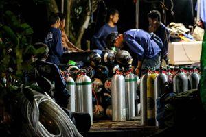 Ba cậu bé đầu tiên ra khỏi hang Tham Luang, nhưng có thể phát sinh ngoài kế hoạch