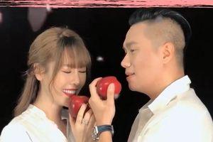 Mặc vợ Việt Anh đe dọa, Quế Vân vẫn hé lộ loạt khoảnh khắc tình tứ với nam diễn viên