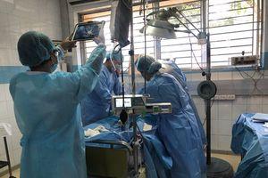 Bác sĩ 2 bệnh viện phối hợp 'mổ bắt con' cho sản phụ bị cúm A/H1N1