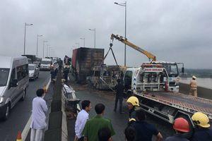 02 xe tông nhau bốc cháy trên cao tốc, 02 người chết