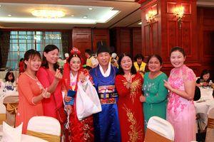 Các cô dâu Việt Nam tại Hàn Quốc gặp mặt gia đình trực tuyến