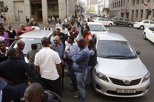 Nam Phi: 11 tài xế bị phục kích, bắn tử vong sau khi dự đám tang đồng nghiệp