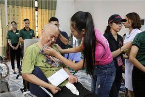Thí sinh HHVN tặng quà tri ân thương bệnh binh Nghệ An