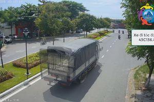 Xe tải lao qua dải phân cách nhiều người thoát chết trong gang tấc