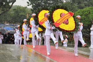 Lãnh đạo Đảng, Nhà nước và TP Hà Nội dâng hương tưởng niệm các anh hùng, liệt sỹ