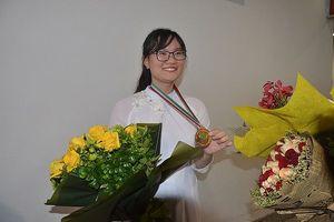 Cô gái vàng đạt điểm Olympic Sinh học cao nhất thế giới và ước mơ đi du học