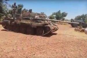 Clip: Phiến quân Al-Nusra lũ lượt 'dâng' vũ khí cho quân đội Syria gần Golan