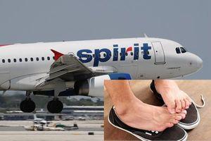 Tin quốc tế đáng chú ý: Máy bay hạ cánh khẩn cấp vì mùi hôi chân của hành khách