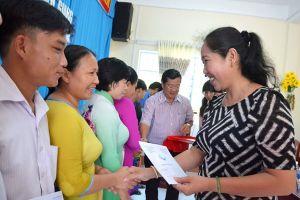Chương trình 'Tiếp sức người thầy' ở Kiên Giang: Giúp hàng ngàn cán bộ, giáo viên vượt qua khó khăn, nghịch cảnh