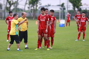 Olympic Việt Nam 'vỡ' hàng thủ, thầy Park giải nguy thế nào?