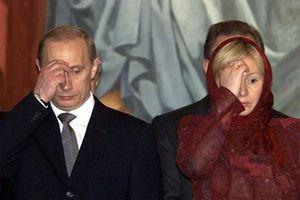 Hình ảnh Tổng thống Putin bên cạnh phái đẹp