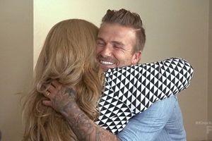 David Beckham gõ cửa, tặng 100.000 đôla cho một hộ nghèo
