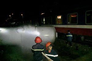 Bồn chứa gas rò rỉ sau cú tông của tàu hỏa