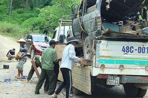 Lật xe chở gỗ lậu khiến 2 người tử vong tại khu vực rừng được bảo vệ nghiêm ngặt