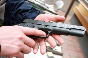 Đòi nợ không được, vác súng dọa giết hai anh em