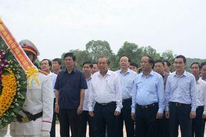 Phó Thủ tướng dâng hương tri ân các anh hùng liệt sỹ ở Quảng Nam