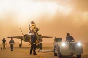 Gần 70 chiếc F-35 của Mỹ bị nhấn chìm trong bão cát