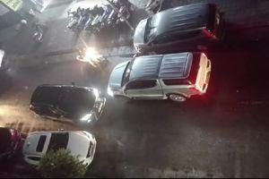 Clip: Bất bình tài xế xe bán tải Triton 'dằn mặt' xe sang Lexus