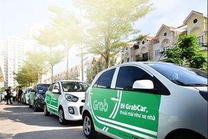 Được bỏ mào 'Taxi', xe Grab vẫn phải gắn biển báo 'Taxi điện tử'