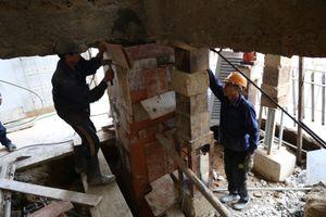 Cận cảnh 'thần đèn' nâng nhà thờ nặng 5.500 tấn lên 2 mét