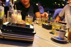 Nóng trên mạng xã hội: 'Luật' họp mặt mới thời smartphone