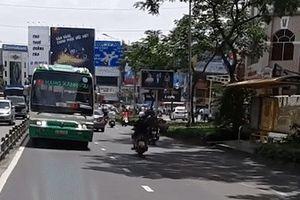 Tài xế lái xe buýt chạy ngược chiều giữa trung tâm Sài Gòn