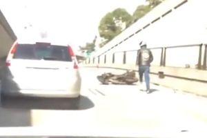 Trả đũa ôtô, xe máy văng vào lề đường