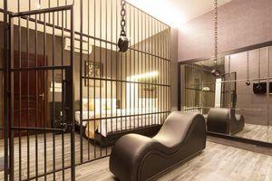 Cần Thơ buộc gỡ đồ trang trí khách sạn như phim '50 sắc thái'