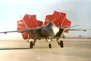 Bất ngờ vật không thể thiếu trên chiến đấu cơ Trung Quốc