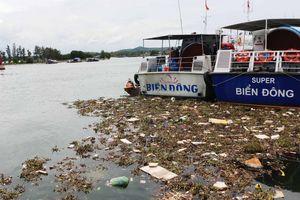 Quảng Ngãi: Rác thải ngập tràn cảng Sa Kỳ