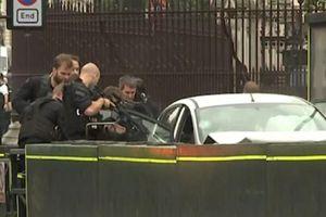 Cận cảnh cảnh sát London bắt nghi phạm xe 'điên' đâm người đi bộ