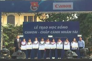 Triển khai Học bổng 'Canon – Chắp cánh nhân tài'