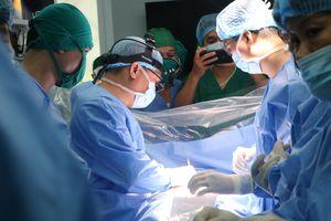 Lần đầu tiên Việt Nam thực hiện ca mở ngực có sử dụng máy tim - phổi nhân tạo
