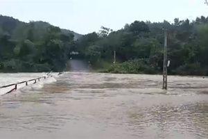 Tin mới nhất về bão số 4: Suy yếu thành vùng áp thấp